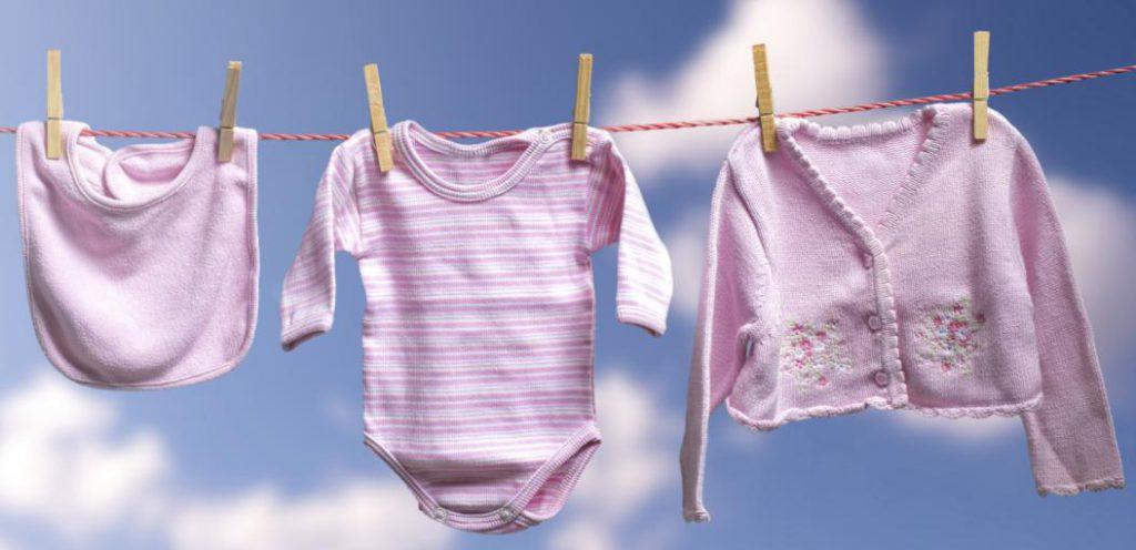 Чем стирать детские вещи и пеленки