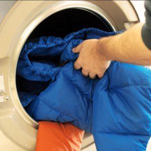 Как стирать пальто правильно