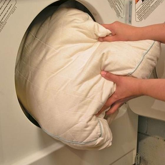 Как стирать подушки с разными наполнителями