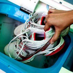 Как стирать кроссовки в стиральной машинке