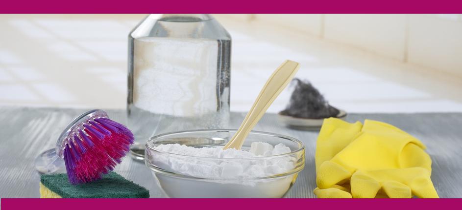 Содой можно эффективно мыть и стирать в стиральной машинке или тазике