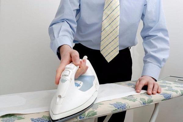 гладить галстук