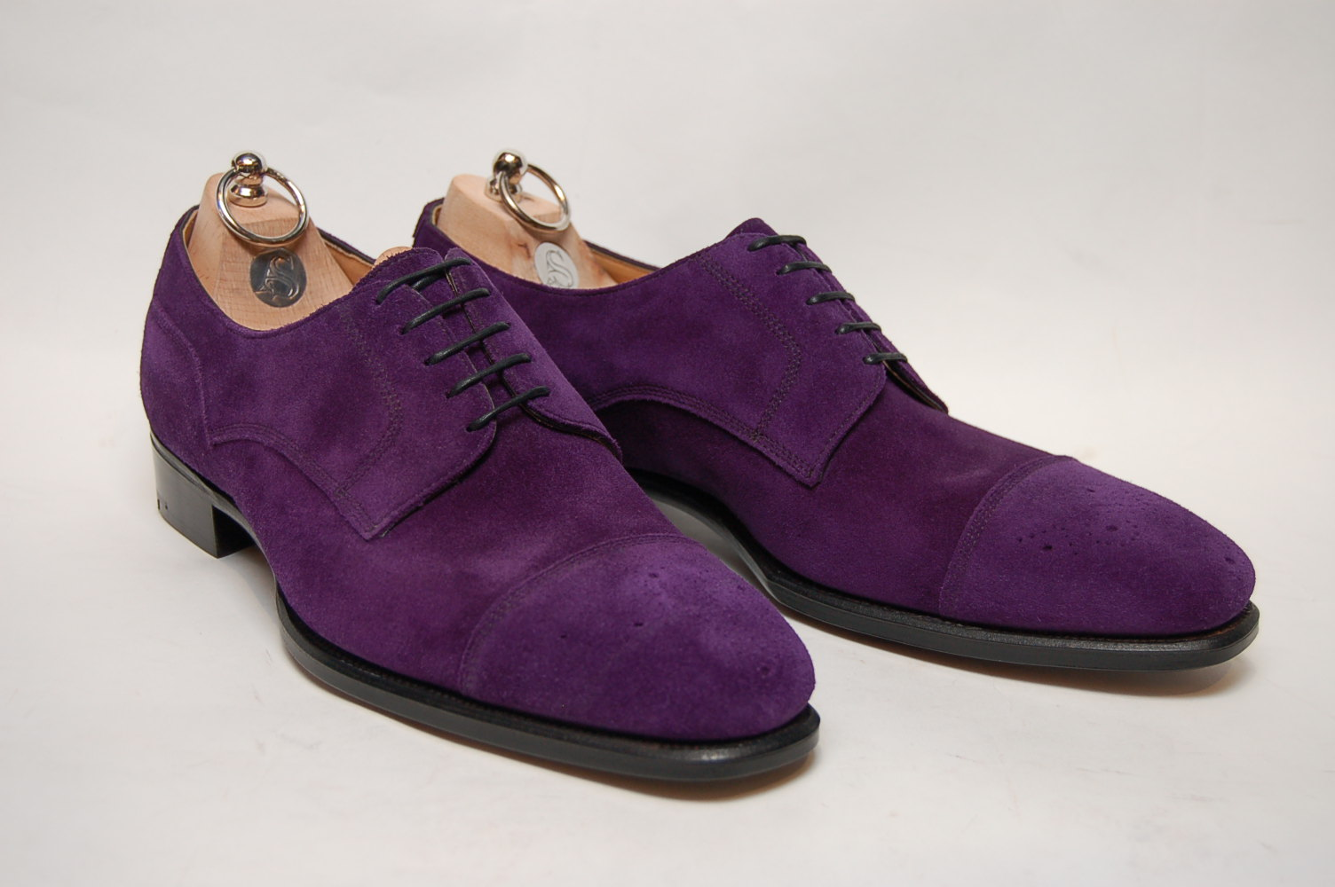 Можно ли стирать замшевую обувь