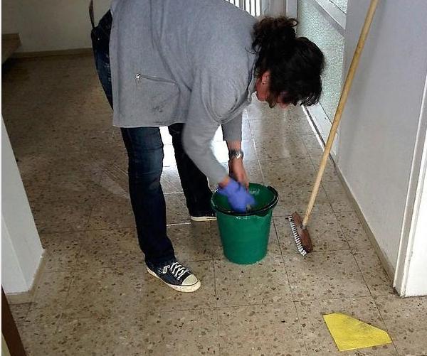 мыть пол мыльно содовым раствором от коронавируса