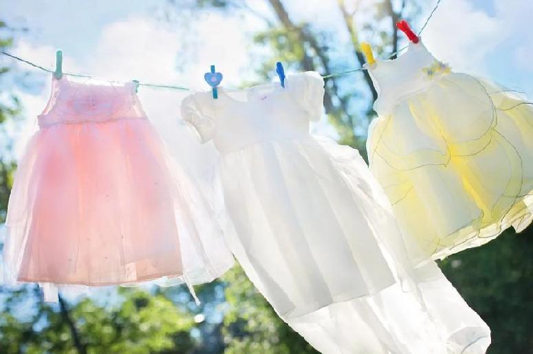 какой пятновыводитель лучше для цветной одежды