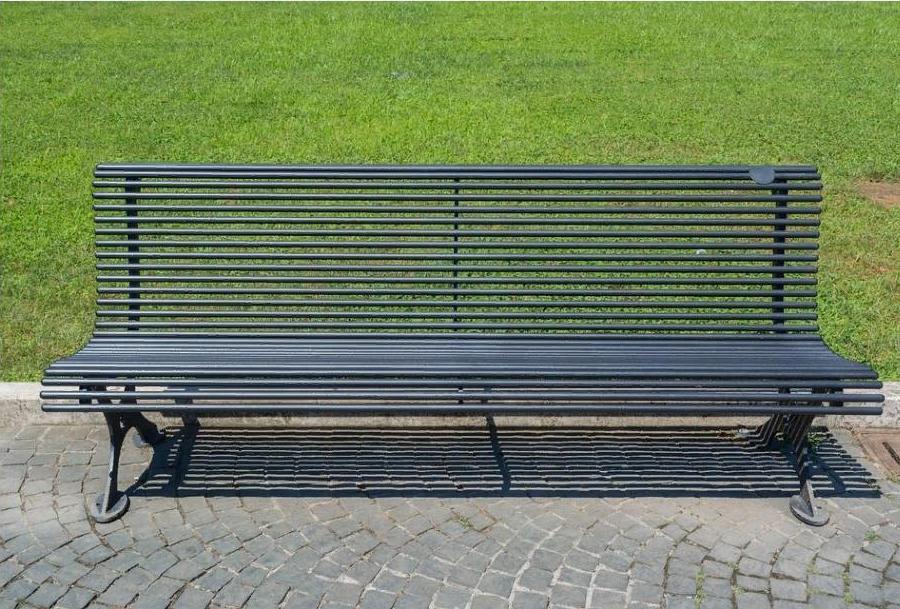 Как оттереть краску от покрашенной скамейки