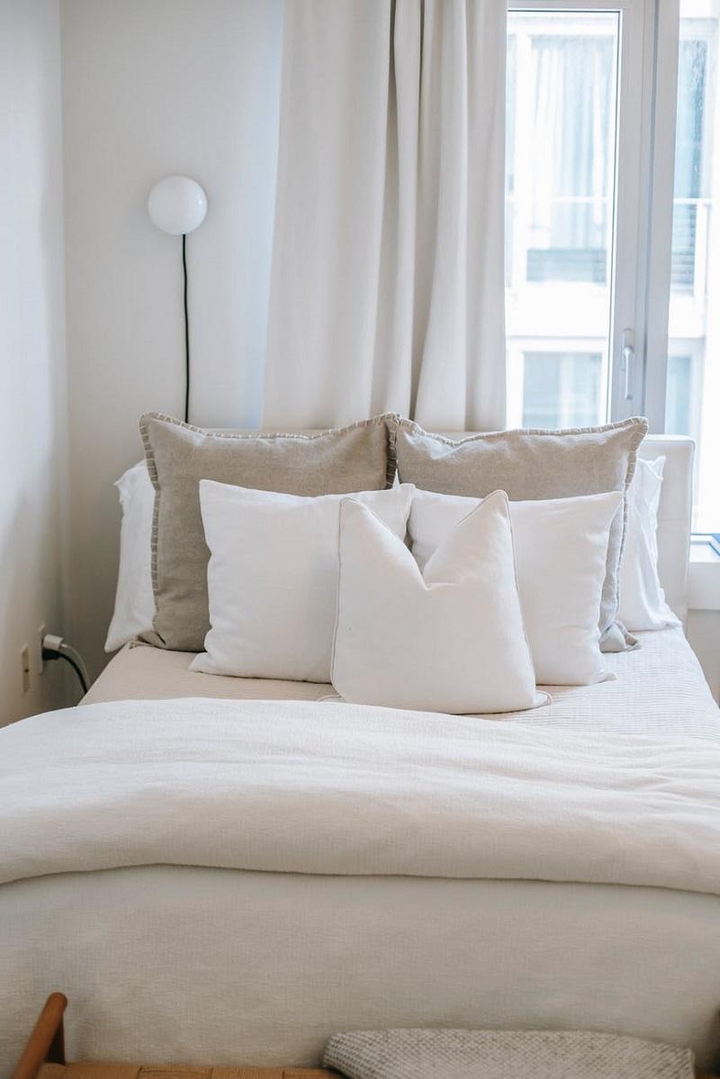 как часто стирать домашний текстиль, подушки, белье